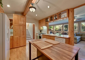 716 Lakeview,South Lake Tahoe,Nevada,United States 96150,4 Rooms Rooms,3 BathroomsBathrooms,House,Lakeview,1016