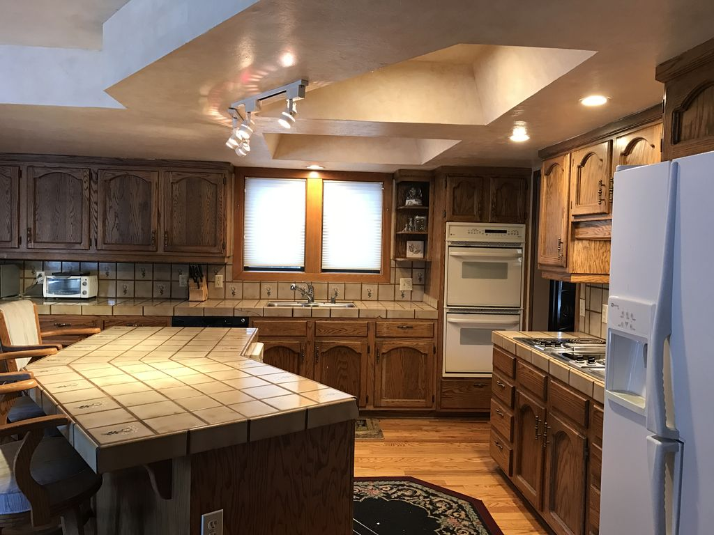 Lake tahoe communities 4 bedroom home with pool and - Round table montgomery village ...